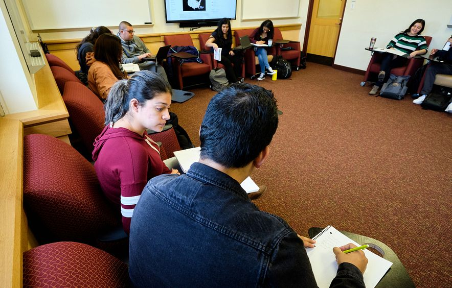 Students discuss a topic in the Spanish for Heritage Speakers course